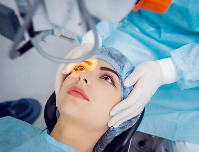 Как проходит операция по удалению катаракты
