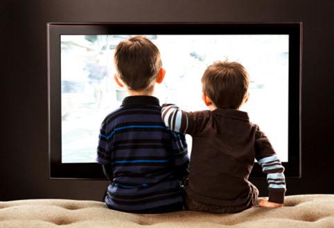 Вредно ли смотреть телевизор лежа