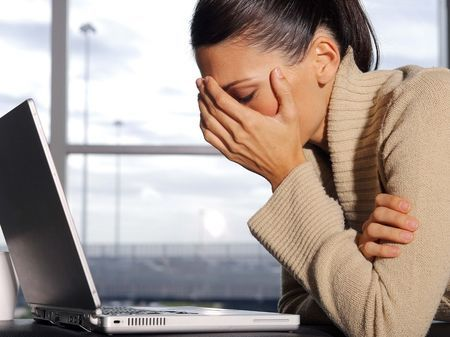 Больно смотреть вверх и болит голова - причины, лечение, профилактика