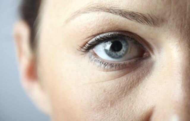 Опухло нижнее веко на одном глазу - причины, лечение