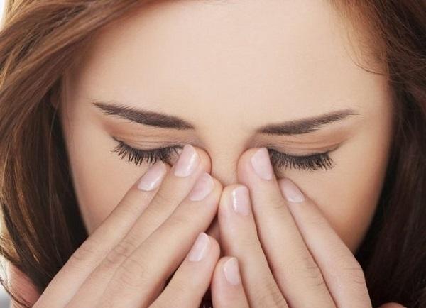 Болят глаза при простуде - что это, причины и лечение