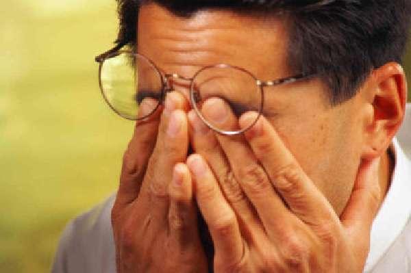 Болит голова от очков - причины, последствия