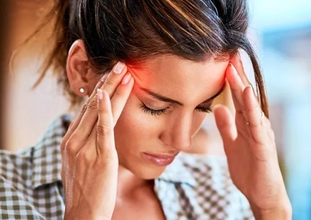 Болит голова и текут слезы - что это, лечение, причины и симптомы