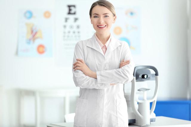 Белый зрачок у человека (лейкокория) - причины, лечение